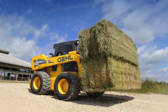 GEHL-V420-Lifestyle-Farm_2-007
