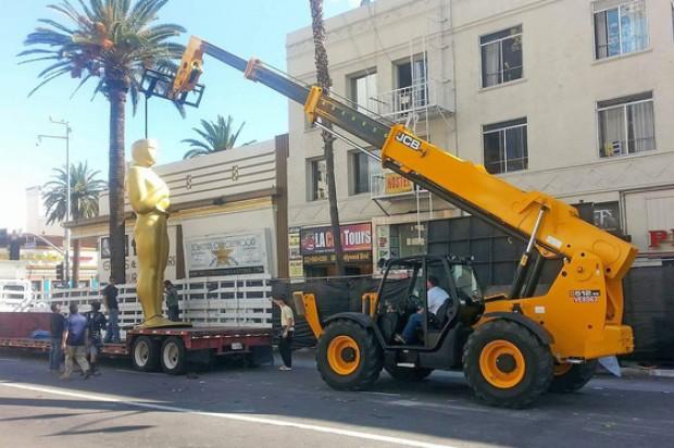 Friday Fun: JCB Telehandler Goes Hollywood, Helps with Oscar Preparations