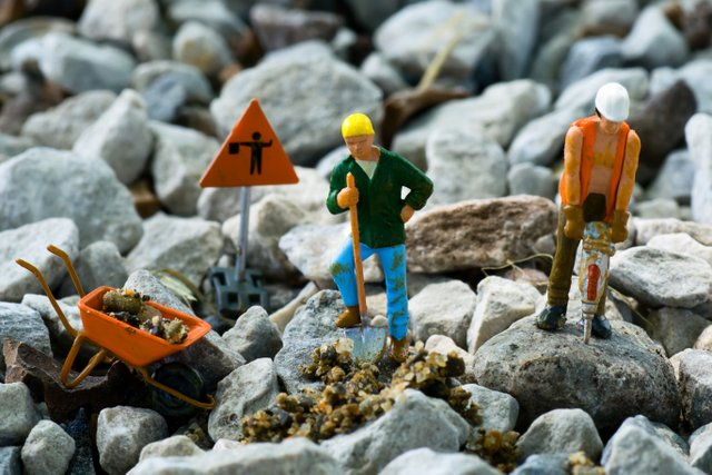 construction-workers-toys-gravel