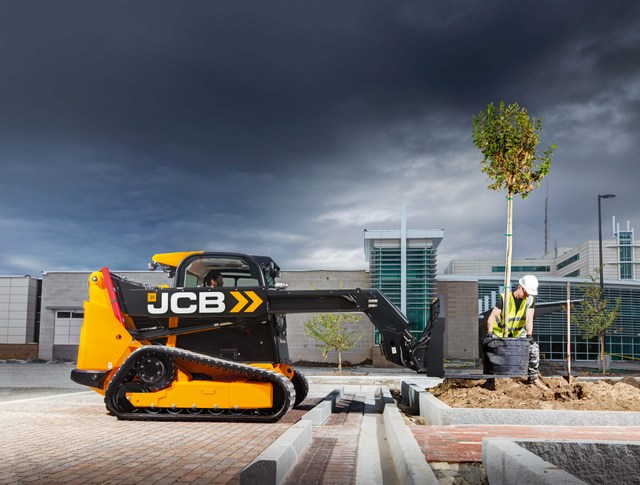 Check out this JCB Teleskid (skid steer/track loader with telescopic