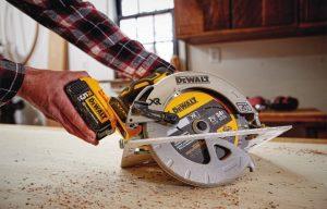 DEWALT Announces New 20V MAX Cordless Circular Saw