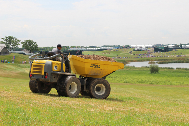 Wacker Neuson Dumper_turning+golfcourse
