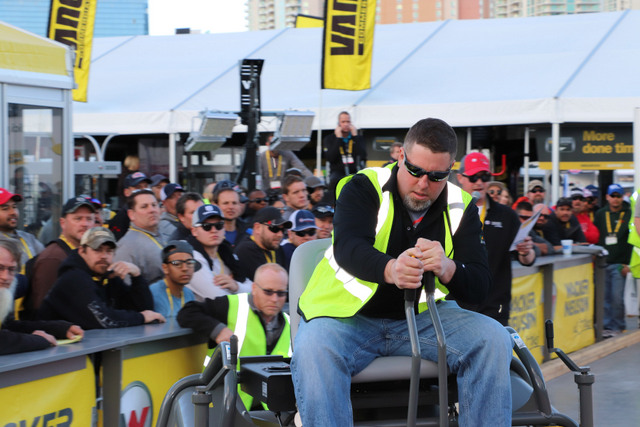 Hundreds of show attendees watched Derek Gromacki navigate the 2018 Wacker Neuson Trowel Challenge course.
