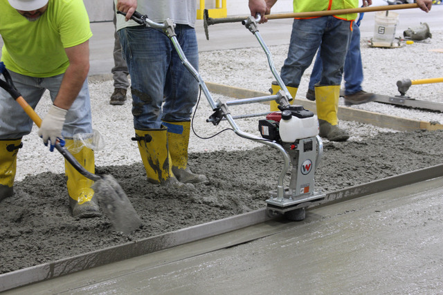 Wacker Neuson wet-screed workers