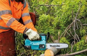 New Makita Cordless Chain Saw Ideal for Cutting Trees