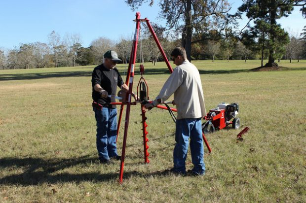 Little Beaver Offers Tripod Kit for Efficient Soil Sampling with Hydraulic Earth Drill