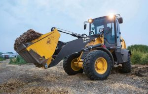 John Deere Introduces the 244L and 324L Compact Wheel Loaders