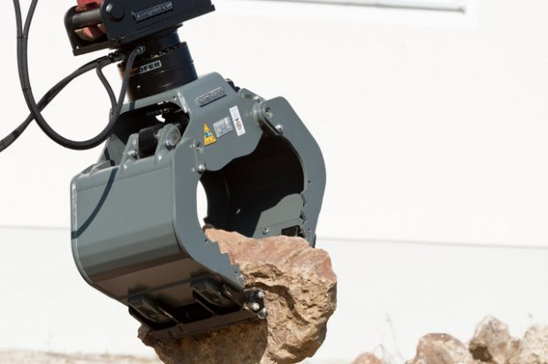 KINSHOFER's New HPXdrive Grab Attachment System Provides Improved Closing Force