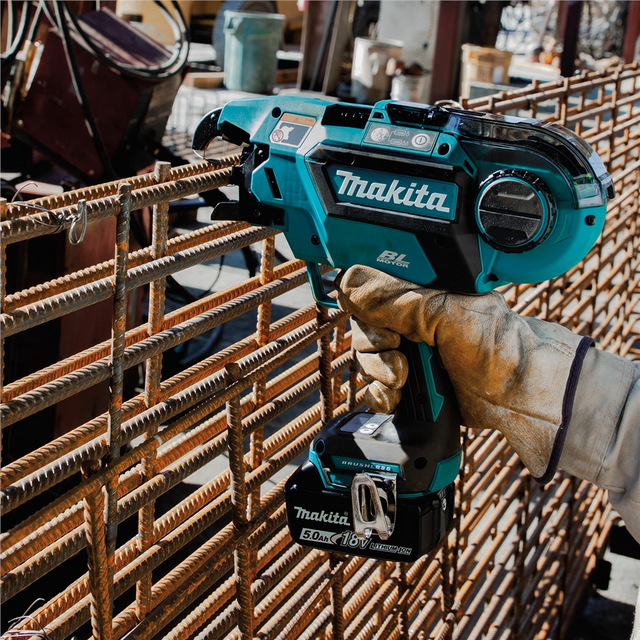 Makita_XRT01TK_Action_Shot_1