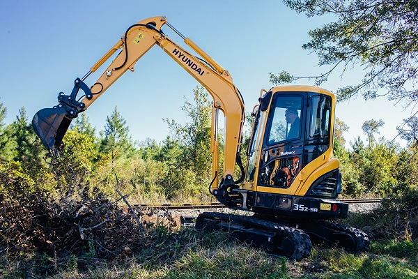 Hyundai R35Z-9A clearing brush