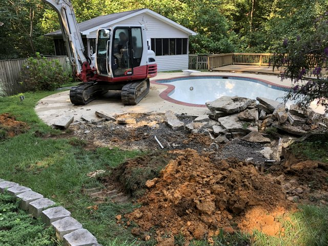 Takeuchi excavator breaker pool