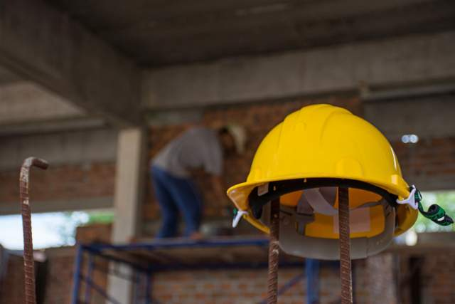construction helmet construction worker shortage