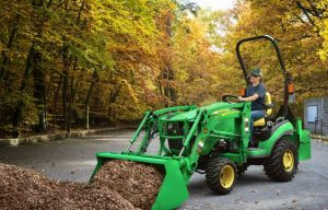 John Deere Brings Self-Leveling Loaders to Small Tractor Lineup