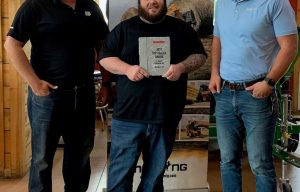 Manitou North America Awards JGE Inc. as a Top Performing Dealer for the Mustang by Manitou brand