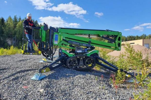 This Lifted Our Eyebrows: Avant Tecno Expands North American Product Line with Long-Armed Leguan Spider Lifts
