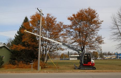 Making Kwik Work: Oklahoma Utility Relies on a Mini Ex and This Unique Long-Arme...