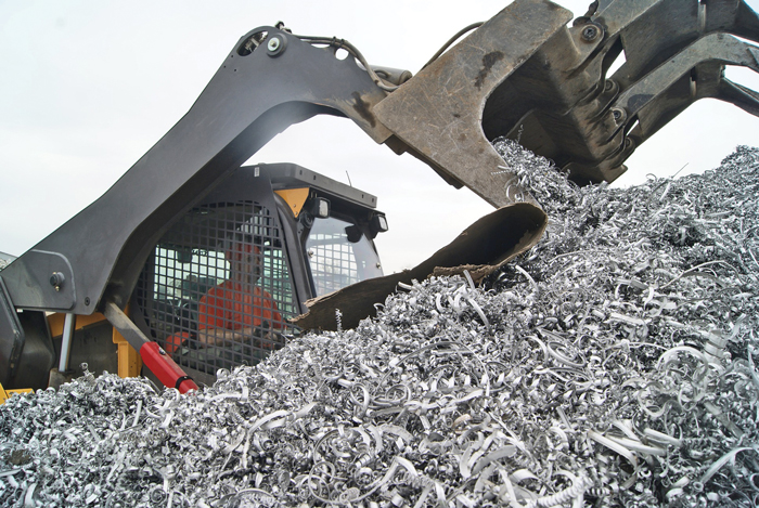 Volvo Skid Steer - Recycling Scrap
